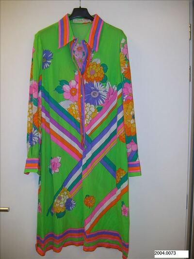 Jurk in felgroene tricot met felkleurde print van bloemen en strepen