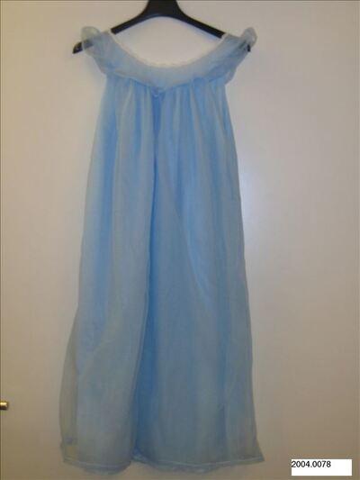 Nachtjapon in lichtblauwe nylon