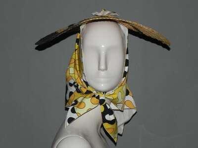 Collezione Palio: cappello in paglia intrecciata nei colori del naturale arancio e nero con foulard in gabardine di cotone stampato, disegno