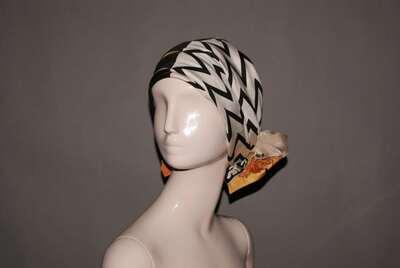 Collezione Palio: turbante in twill di seta stampata, disegno