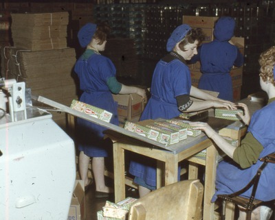 Wrapping Cream Crackers in airtight cartons at the Jacob's Factory