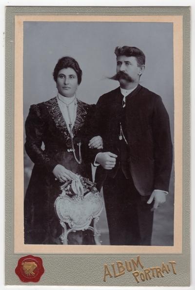 Nepoznati žena i muškarac: fotografija