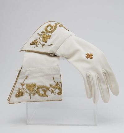 Paar pontificaalhandschoenen