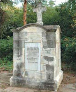 Братская могила русских офицеров Гренадерского полка