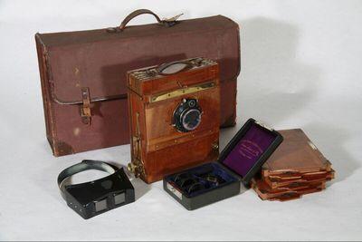 Reisekamera - 9 x 12 cm, Hugo Meyer & Co, Görlitz, - Euryplansatz-Objektiv VI No. 163262, f: 4,5 mm, und Compound-Verschluss No. 359372, 1/150 - 1 sec.