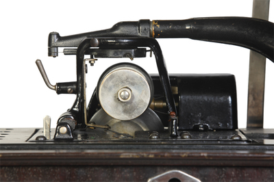 Edison Amberola 50 phonograph: looking along the mandrel