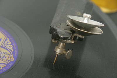 Guiniphone portable gramophone: the stylus assembly