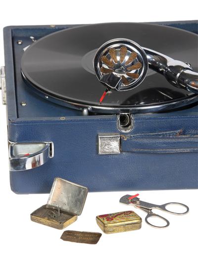 HMV Model 102 portable gramophone: needle storing compartment