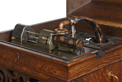 Edison Amberola Model 1(A) phonograph: fixed horn neck and traversing mandrel, view 1 of 3