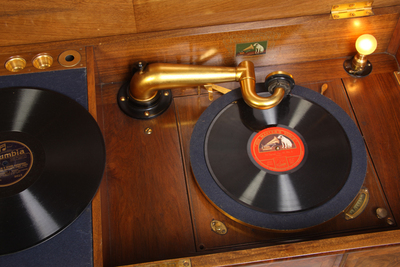 His Masters Voice Queen Anne Period Model gramophone: metal parts inside cabinet