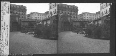 Porche vu de la cour intérieure de San Cosimato
