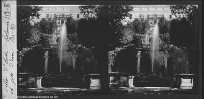[Tivoli] Villa d'Este. Colonnes et jets d'eau