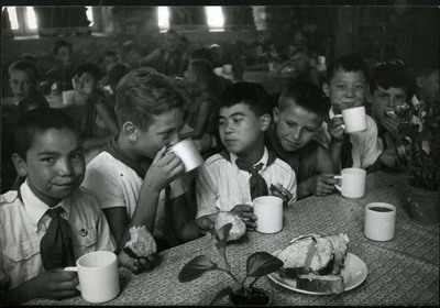 Reggeli az úttörő táborban / Breakfast at the Pioneer camp