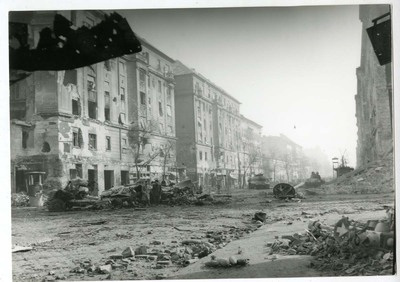 A roncsokkal borított Üllői út a Kilián laktanya felől / Üllői Street filled with ruins and wreckage, from the Killian Barracks