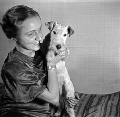 Atelieraufnahmen Dame mit Hund
