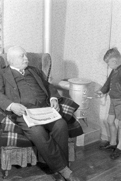 Ein mit Gas befeuerter Haushalt, Deutsches Reich 1930er Jahre. A gas lighted household, Germany 1930s.