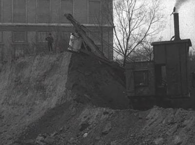 Den sidste Stump af Østervold graves bort for at give Plads til Boulevardbanen