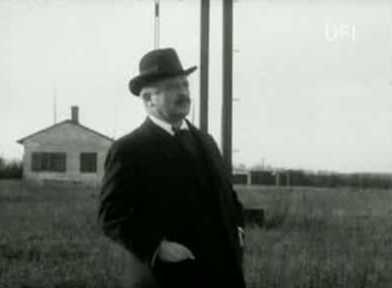 Ingeniør Valdemar Poulsen paa sin Station for traadløs Telegrafi