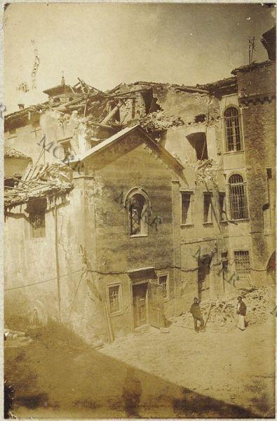 Fabbricati per servizi civili. Chiesa di S. Rocco colla facciata intatta (Fot. presa durante la guerra).