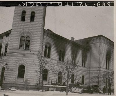 Brennendes Rathaus in Dorna Watra.