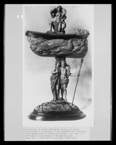 Trinkgefäß mit Poseidon und Amphidrite