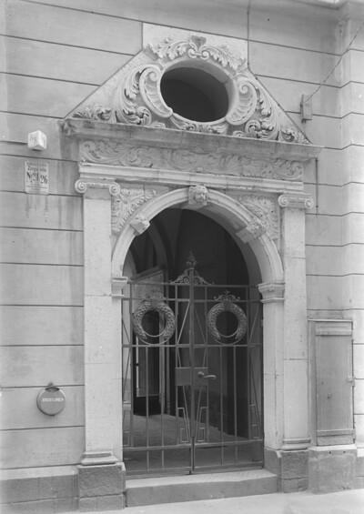 Portal, Riga, Wohnhaus, Große Pferdestraße / Zirgu iela 24/26