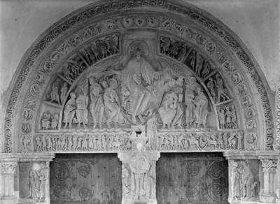 Mittleres Portal — Tympanon mit der Darstellung des Pfingstereignisses und Monatsbildern