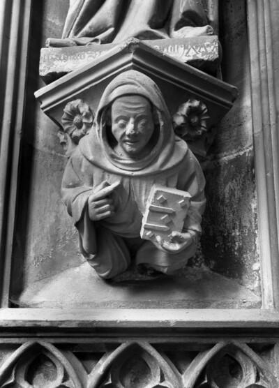 Mönch mit Buch