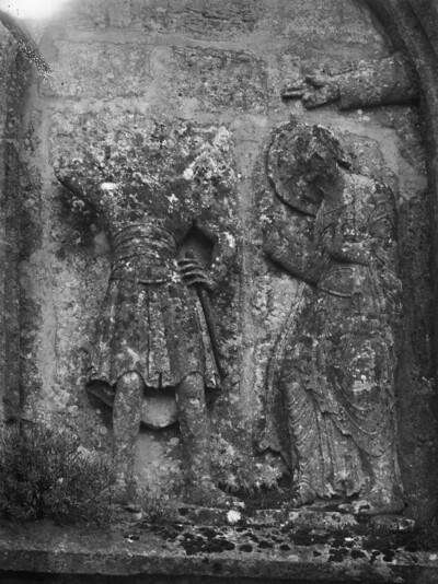 Obergeschoss, rechte Arkade: Heiligenfigur und Hand Gottes
