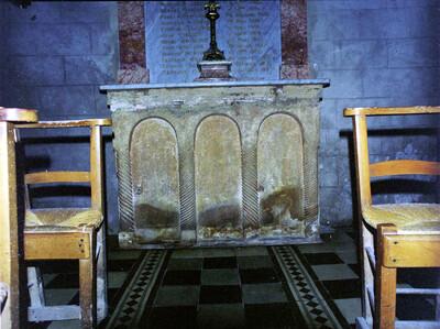 Ehemalige Altarmensa, Saint-Martin-de-Londres, Kirche, Langhaus
