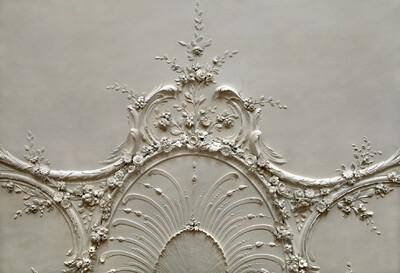 Deckendekoration im Salon mit Herrscherporträts