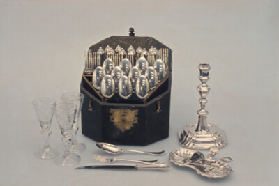 Krönungssouvenirs, Gläser mit Monogramm
