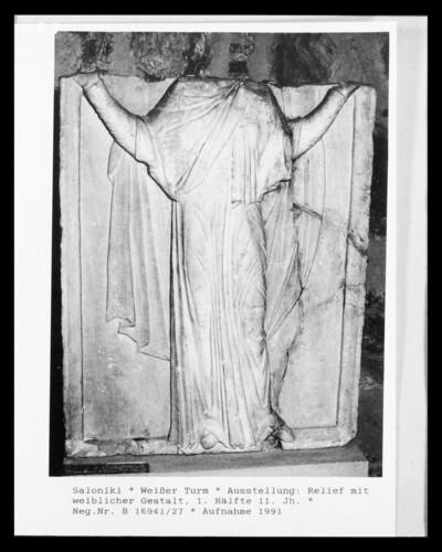 Relief mit weiblicher Gestalt