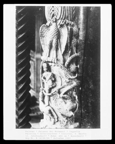 Osterleuchter — Ein Jäger, Ranken, Adler