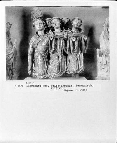Abt mit vier Mönchen