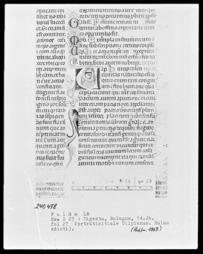 Codex Justinianeus (Digestorum libri 1-24, cum praefatione, glossis Accursii et indice) — Initiale U (lpianus Huius edicti), darin ein Brustbild, Folio 27recto