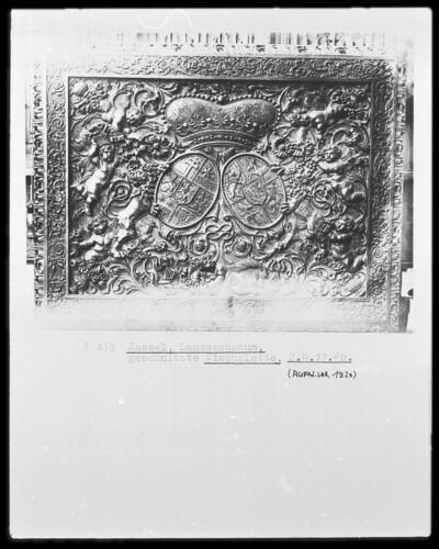 Tischplatte & Deckel eines Kastens mit Wappen