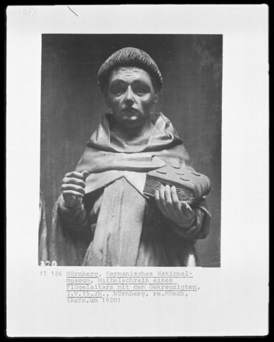 Flügelaltar — Kreuzigungsgruppe flankiert von vier Heiligen — Heiliger Mönch