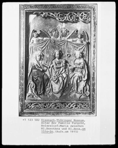 Relief vom Altar der Familie Purgold: Maria zwischen der heiligen Dorothea und der heiligen Anna