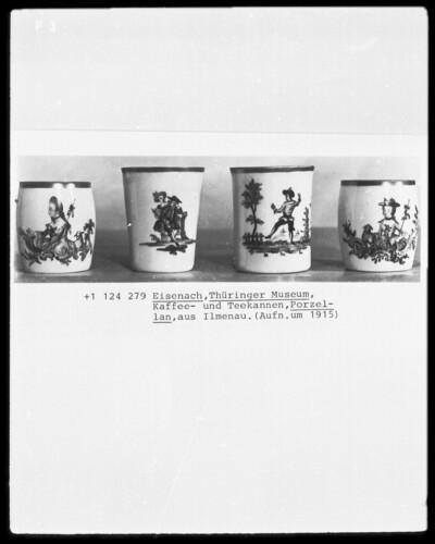 Vier Kaffee- und Teebecher