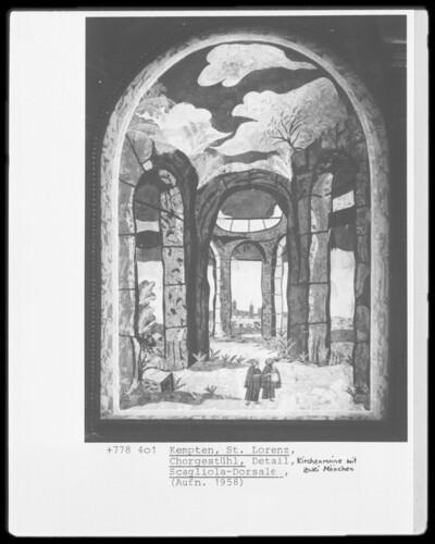 Kirchenruine mit zwei Mönchen