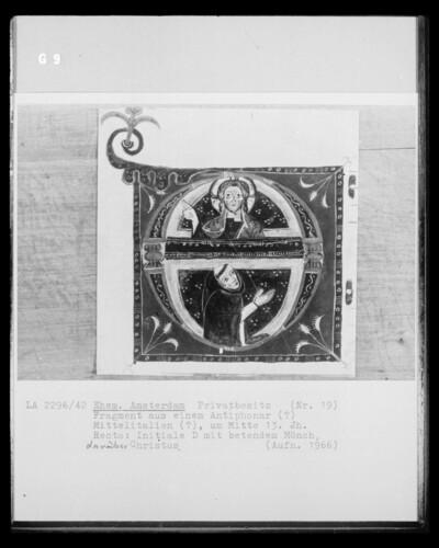 Fragment aus einem Antiphonar, Initiale D mit betendem Mönch und Christus