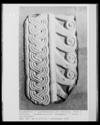 Ornamentplatte einer Altarmensa?