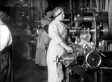 La main d'oeuvre féminine dans les usines de guerre