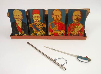 Spel met sabel en vier staatshoofden, Poincare (presidentvan Frankrijk), Mahomet V (Marooko?), Jorge V (George V Engeland, Guillermo II ( Duitsland, Wilhelm II)