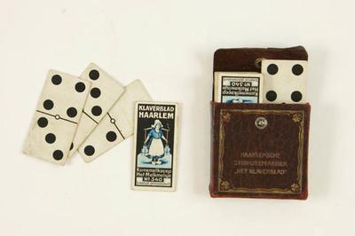 Dominospel in leren hoesje. Haarlemsche stoomzeepfabriek Klaverblad