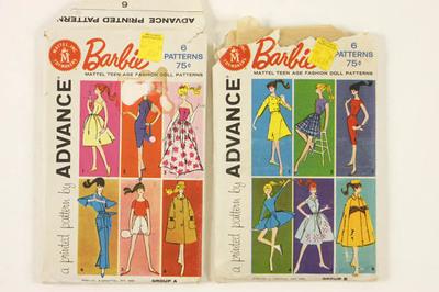 Twee mapjes patronen voor kleding van Barbie