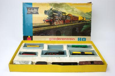 Locomotief, stoomlocomotief met twee tenders en diverse wagons. Het merk Lima werd van 1960 tot 1980 veel verkocht bij de HEMA. Lucky Life