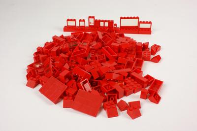 Lego blokken, auto's, bomen en een verkeersbord