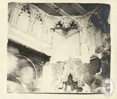 [Arquerías inferiores y superiores del interior del oratorio de la Aljafería] [Material gráfico]